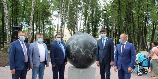 В Реже после реконструкции, проходившей в рамках нацпроекта «Жилье и городская среда», открылся центральный городской парк