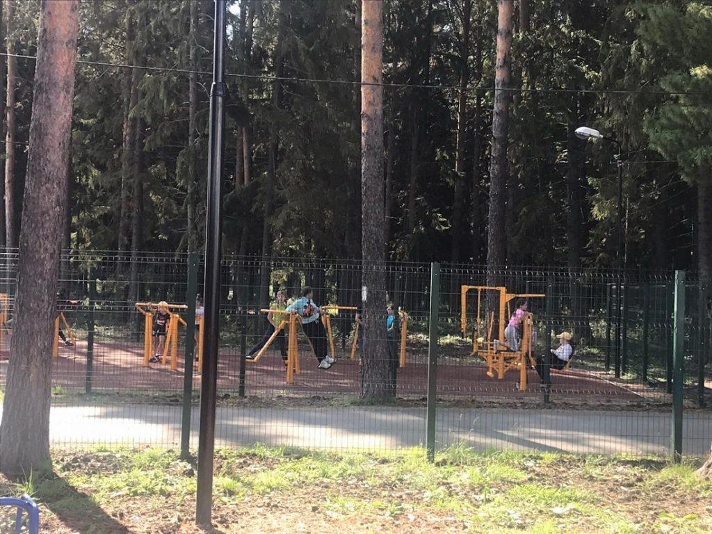 В Верхней Синячихе по нацпроекту «Жилье и городская среда» обновили лесопарк и три дворовых территории