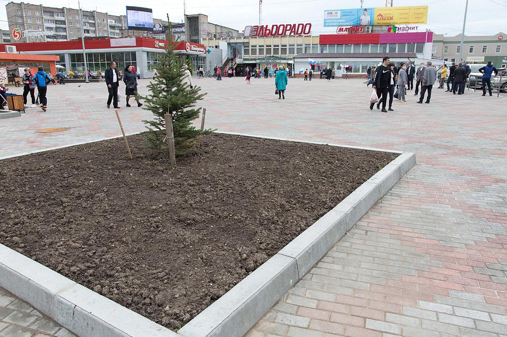 В Нижнем Тагиле после благоустройства по нацпроекту «Жилье и городская среда» открылась площадь на улице Зари