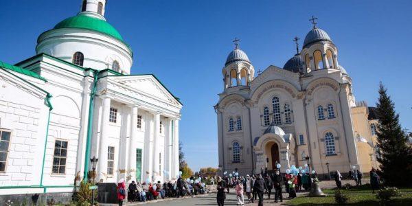 Владимир Якушев и Евгений Куйвашев открыли центральную площадь в Верхотурье – новое место притяжения горожан и туристов